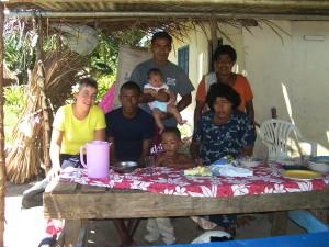 Op bezoek bij familie van Fulo,  medewerker Octopus Resort